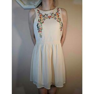 Sweetheart Emboridered Dress